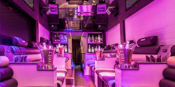 Miniclub in een bus