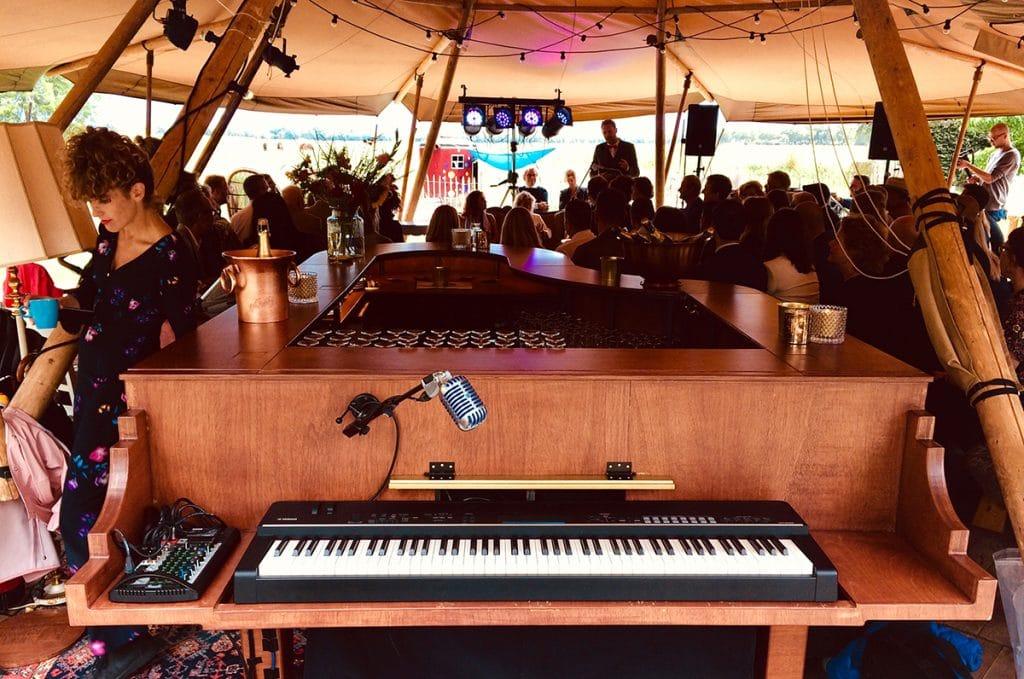 The Piano Bar op een festival