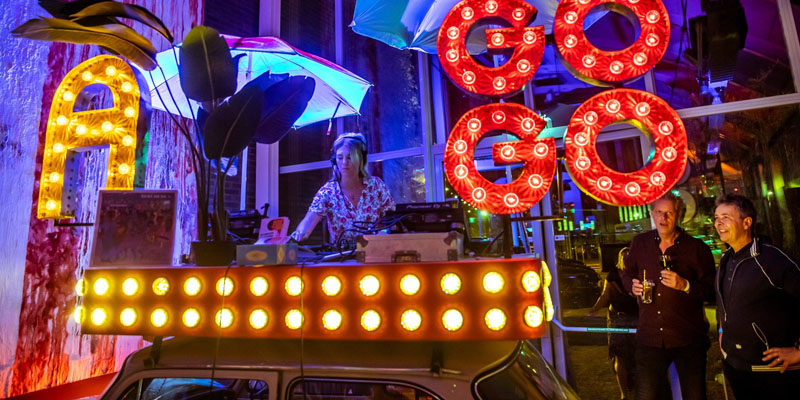 Oldtimer als DJ booth