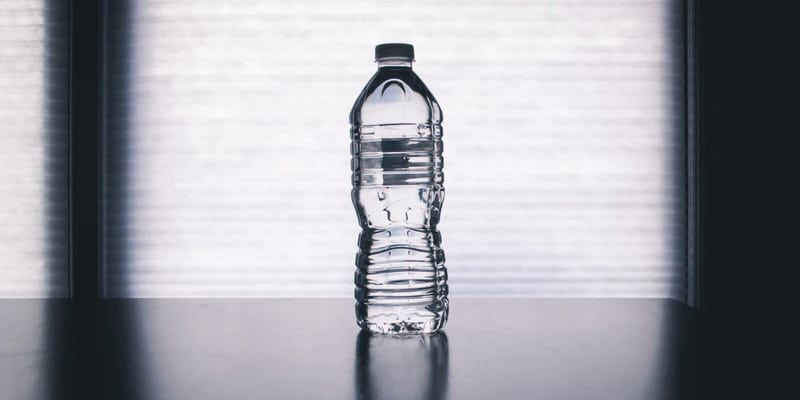 Plastic flesje water bedrukken