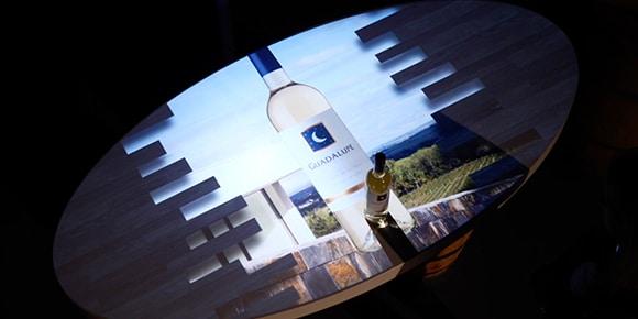Wijnproeverij met interactieve tafel